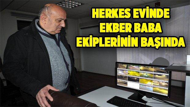 HERKES EVİNDE, EKBER BABA EKİPLERİNİN BAŞINDA
