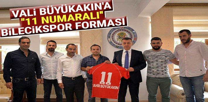 """VALİ BÜYÜKAKIN'A """"11 NUMARALI"""" BİLECİKSPOR FORMASI"""