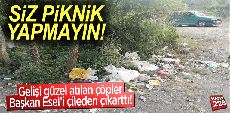 Gelişi güzel bırakılan çöpler Başkan Esel'i çileden çıkarttı!