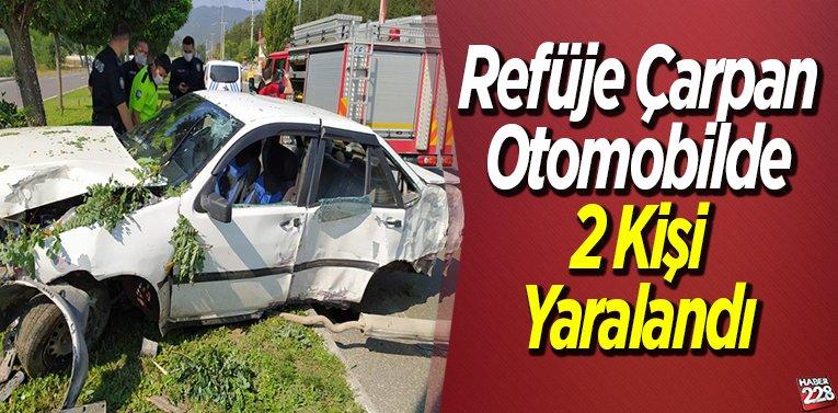 Refüje Çarpan Otomobilde 2 Kişi Yaralandı