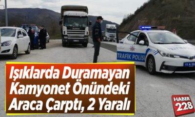 Işıklarda duramayan kamyonet önündeki araca çarptı, 2 kişi yaralandı